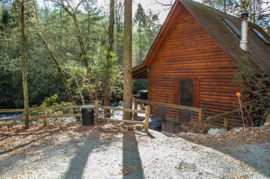 OUTSIDE OF CABIN - A TUMBLIN` RUN- 2BR/2BA- CABIN LOCATED ON THE BEAUTIFUL FIGHTINGTOWN CREEK, SLEEPS 6, SATELLITE TV, WOOD BURNING STOVE, COVERED DECK WITH GAS GRILL, FIRE PIT, PET FRIENDLY-DOGS STAY FREE! ONLY $99 A NIGHT! - Blue Ridge - rentals