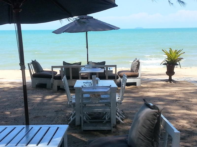 Jomtien Beach Deluxe Villa sleeps 10 - Image 1 - Jomtien Beach - rentals