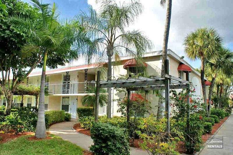 Cute condo in a lush tropical setting close to beaches - Image 1 - Naples - rentals