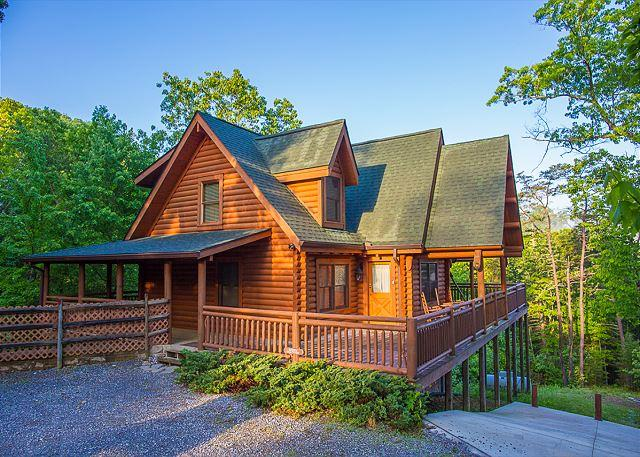 Scenic Solitude - Luxury 4 BR Cabin w/ INCREDIBLE Last Minute June Special from $199! Sleeps 12 - Sevierville - rentals