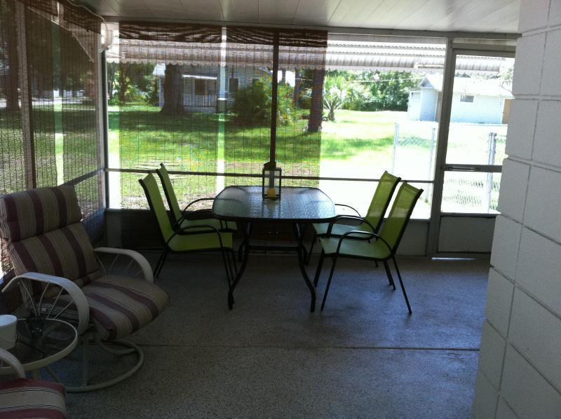 Front lanai - lounging and dining area - Arlington Park - Close to Beaches - Sarasota - rentals