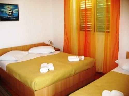 Apartments Tolj - 37031-A2 - Image 1 - Igrane - rentals
