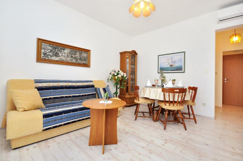 Apartments Nino - 41231-A5 - Image 1 - Podstrana - rentals