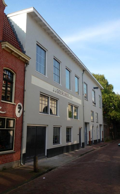 Frontside of apartment - Beautiful luxurious loft in old town center Haarlem - Haarlem - rentals