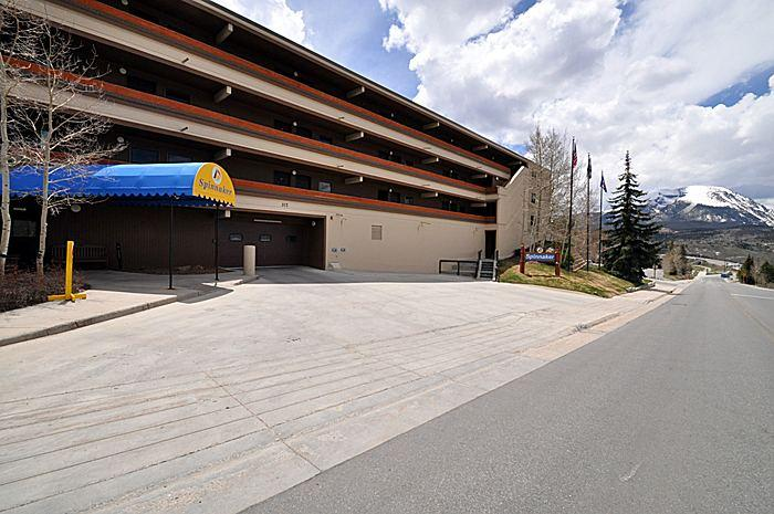 Exterior building view - 3 BR 3 BA Totally remodeled Lakefront Mountain View condo - Dillon - rentals