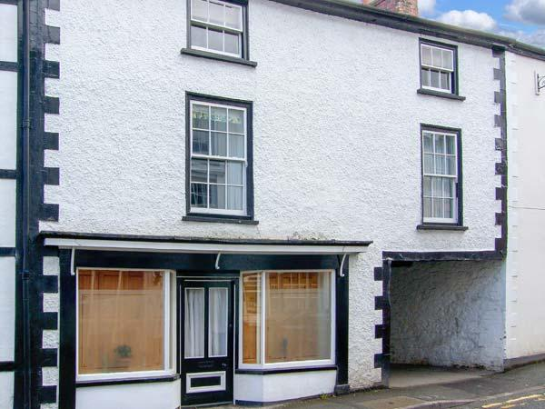 COMPTON HOUSE, pets welcome, range cooker, roll-top bath, character cottage in Llanfyllin, Ref. 23089 - Image 1 - Llanfyllin - rentals