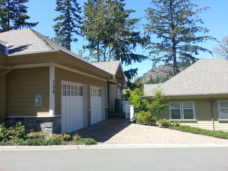 Bear Mountain Luxurious Home on Troon - Image 1 - Victoria - rentals