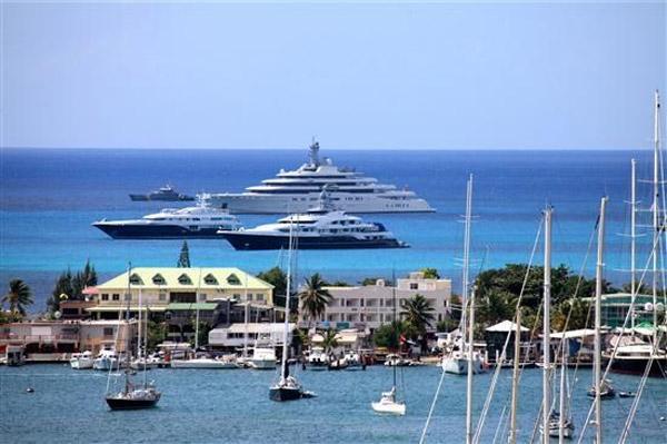 Diamond Chateau...5BR, Cole Bay, St Maarten 800 480 8555 - DIAMOND CHATEAU...5BR estate, gorgeous views! total privacy, convenient location - Guana Bay - rentals