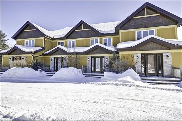 The Welcoming Exterior View - Cozy Wood Burning Fireplace - Separate Den Area for Movie Night (6014) - Mont Tremblant - rentals