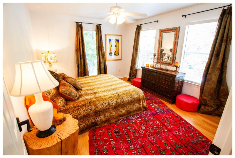 The Elvis Room's Wildflower queen-sized bed is made of all natural fibers. - THE CLOSEST HOUSE TO THE CENTER OF AUSTIN! - Austin - rentals