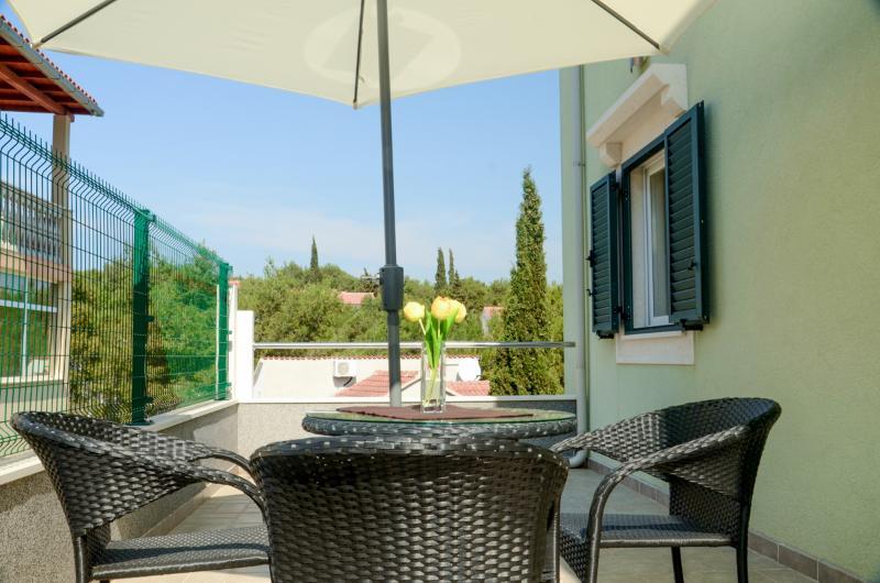 Apartments Miodrag - 44881-A2 - Image 1 - Milna - rentals