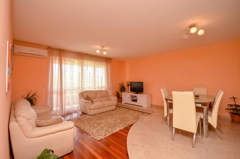 Apartment Paško - 45281-A1 - Image 1 - Omis - rentals