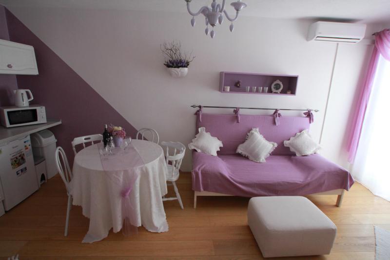 Villa Klara-Apartment Lavander, Kastel Gomilica - Image 1 - Kastel Gomilica - rentals