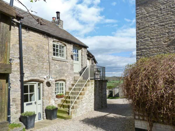 IN AND OUT COTTAGE, romantic, character holiday cottage, with open fire in Middleham, Ref 1581 - Image 1 - Middleham - rentals