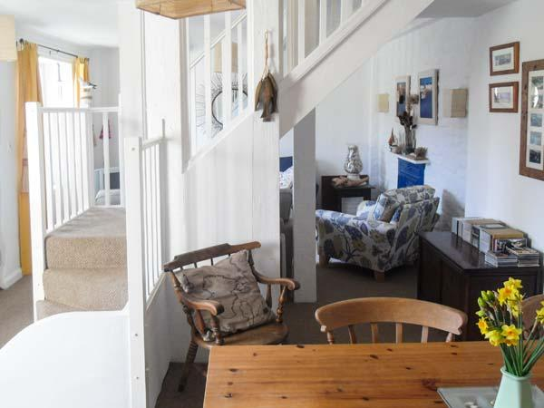 4 ELM TERRACE, pet friendly, character holiday cottage, with a garden in Mevagissey, Ref 2012 - Image 1 - Mevagissey - rentals