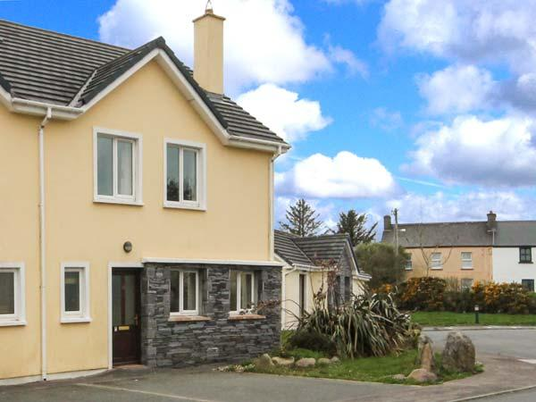 NUMBER 19 KNIGHTS HAVEN, garden, en-suite in Knightstown, County Kerry, Ref 11989 - Image 1 - Knightstown - rentals