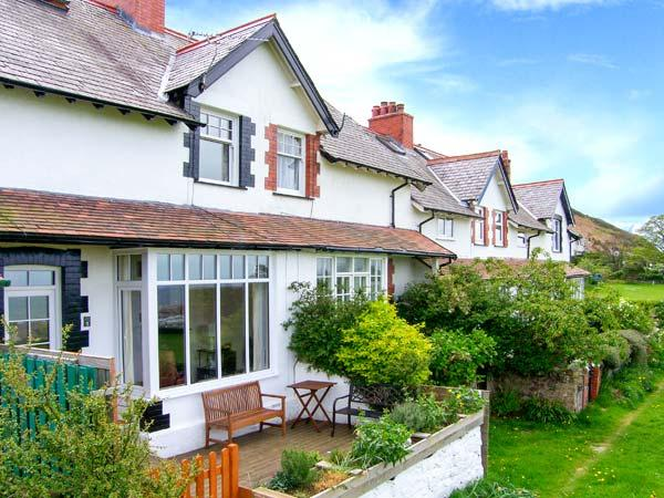 5 CAE GLAS, woodburning stove, sea views, rear deck and front patio in Dwygyflchi near Conwy, Ref 12611 - Image 1 - Conwy - rentals