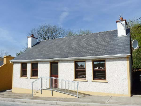 O'DONNELL'S COTTAGE, all ground floor, open fire, close to amenities, detached cottage in Kilcar, Ref. 27762 - Image 1 - Kilcar - rentals