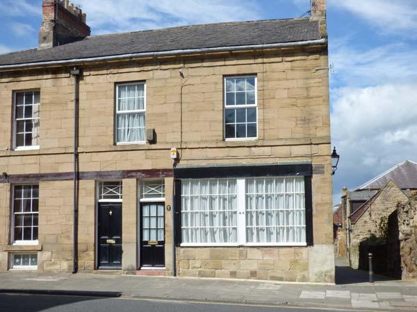 ALNWICK HOUSE, Grade II listed, central location, games room, shared patio, in Alnwick, Ref 29860 - Image 1 - Alnwick - rentals