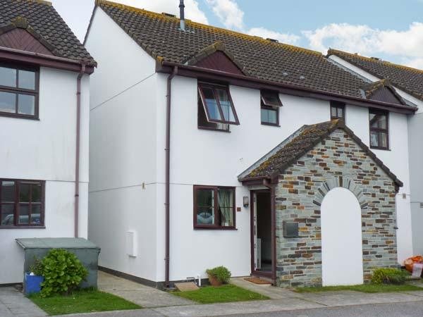CHY LOWEN, end-terrace cottage, in traffic-free street, enclosed garden, close to golf course and sandy beaches, in Saint Merryn, Ref 903926 - Image 1 - Saint Merryn - rentals
