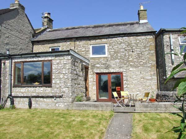 BROWN HARE COTTAGE, garden with furniture, WiFi, great for walking, Ref 911736 - Image 1 - Youlgreave - rentals