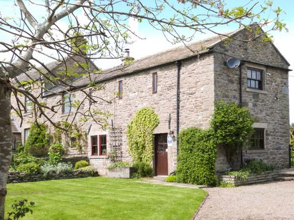 WHITBRIDGE COTTAGE, stone-built, en-suite, woodburning stove, off road parking, garden, in Mickleton, Ref 912110 - Image 1 - Mickleton - rentals