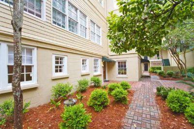 1005: Jones St Garden - Image 1 - Savannah - rentals