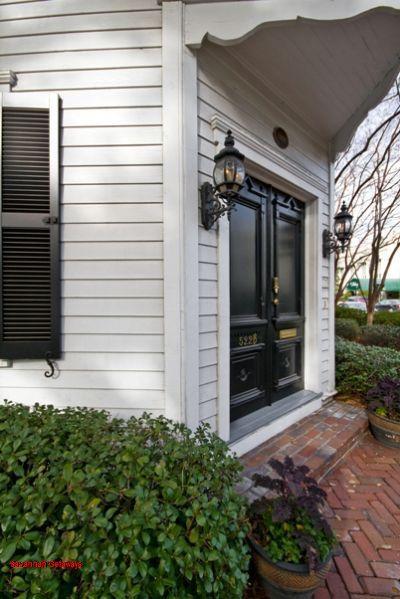 1010: Roomy Washington Square Garden - Image 1 - Savannah - rentals