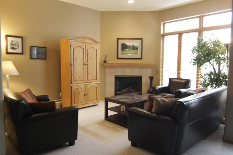 Living room - Convenient Location 3 Rooms Each with Private Bath - Vail - rentals