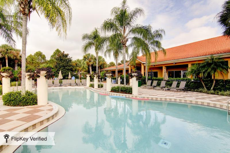 Main Pool - Spacious 4bdr 3bth townhome with private pool - Kissimmee - rentals