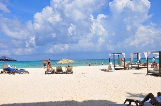 Beautiful beach in front of Ocean Plaza Condo complex - Beachfront Loft Downtown Playa Del Carmen (OP16) - Playa del Carmen - rentals