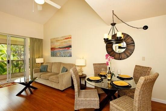 Bambo floors and vaulted ceilings - $109/nt Specials! Maui Banyan-Stylish Remodel - Kihei - rentals