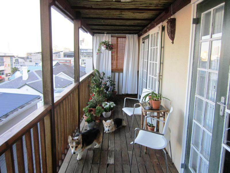 Upstairs balcony - CORGI COTTAGE - Cape Town - rentals