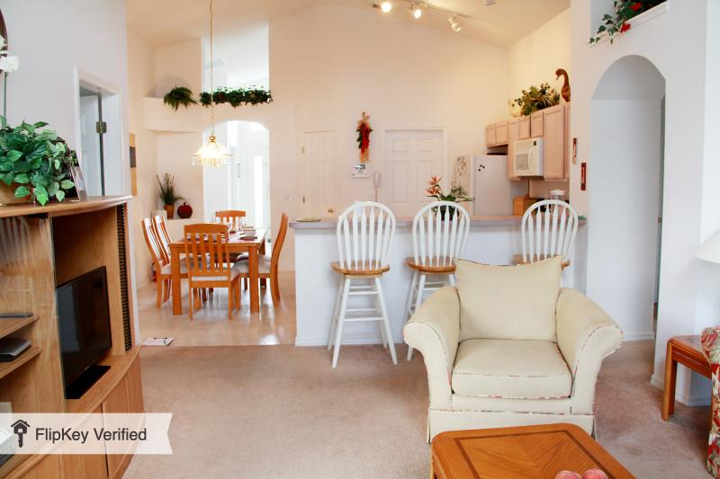 TRIPLE AWARD WINNING Luxury Lakeview villa & pool - Image 1 - Davenport - rentals