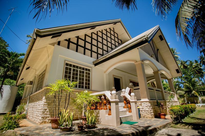 front of Villa - Panglao Villa Bohol, perfect for family reunion - Panglao - rentals