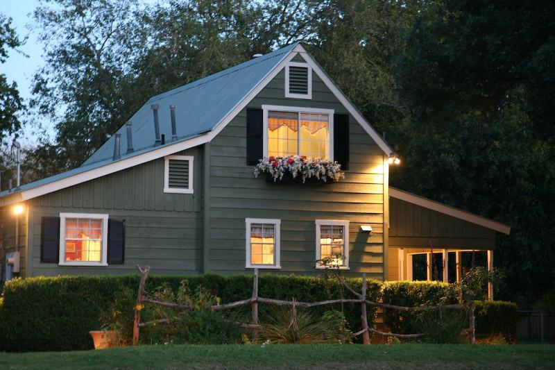 Only a block and a half from the west end of  Main Street - Beautiful 2/2 Cottage with Private Hot Tub! - Fredericksburg - rentals