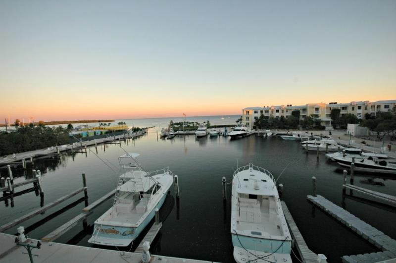 View of marina from patio at sunset - Elegant~Stylish~Well-Designed ~ 124 Mariners Club - Key Largo - rentals