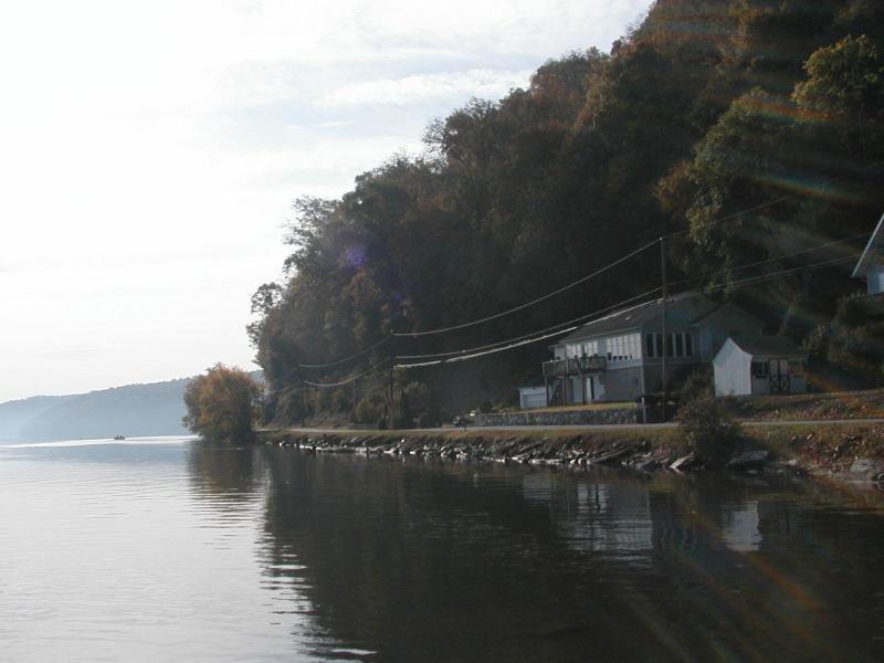 View from the water - Das Stoltzfus Fluss Haus - Wrightsville - rentals