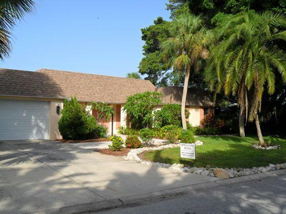 Spacious home w/pool located 3 blocks from the beach! - Lovely Canal Front Home w/Pool - 3 Blocks to Beach - Siesta Key - rentals