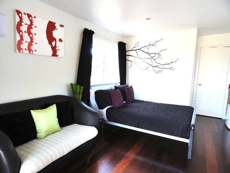 Funky Studio - Funky Cicada: Come and Meet Jamie Oliver - Waiheke Island - rentals