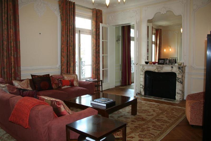 201 Boulevard Saint Germain - Image 1 - Paris - rentals