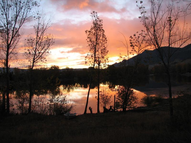 Sunrise on the Lake - Three Lakes Getaway. Beautiful Lake Front home.. - Wenatchee - rentals