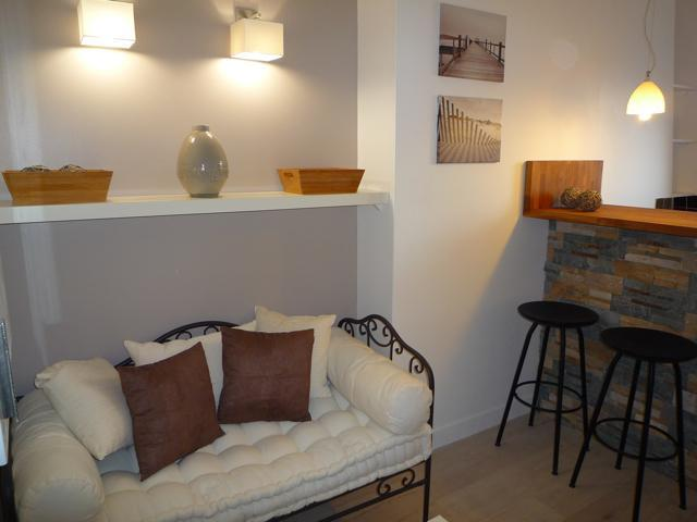 The brand new sofa - Elegant Apartment Les Champs Elysées - 20% off - 17th Arrondissement Batignolles-Monceau - rentals