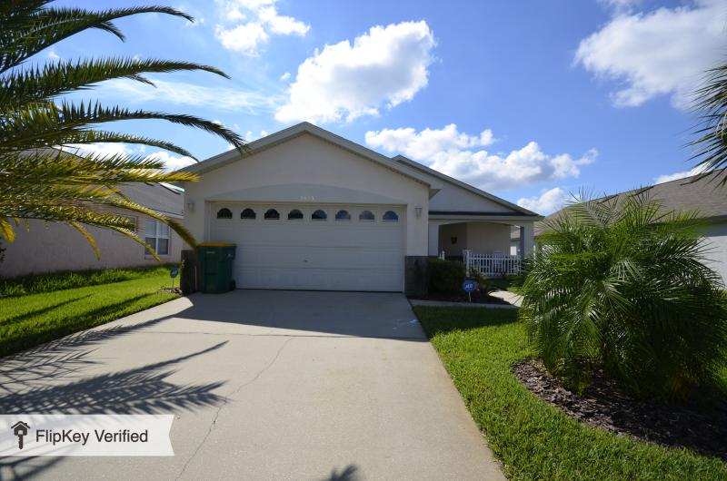The Mouse House Florida, Rental includes a Pool and in Excellent Location - Image 1 - Kissimmee - rentals