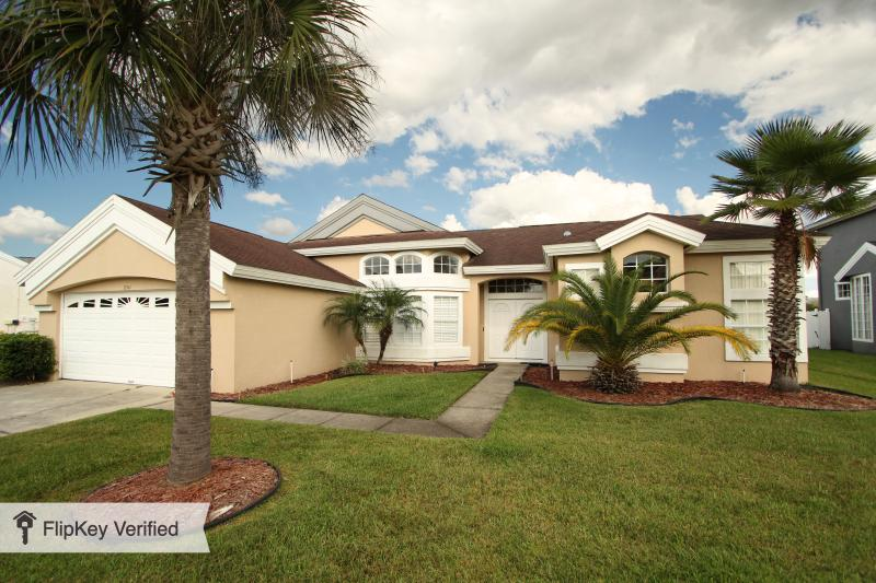 Pet Friendly Vacation Home with WiFi and Air Condi - Image 1 - Kissimmee - rentals