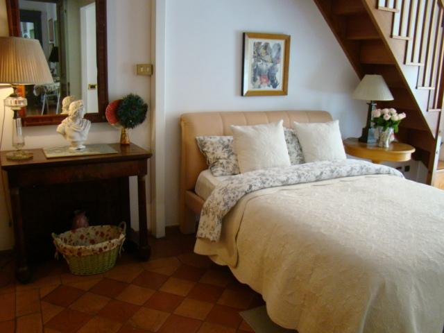 Second Bedroom - Artist Residence Historic Rome In Gracious Palazzo - Rome - rentals