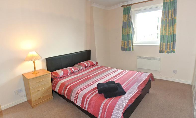 Dock/marina View, 2 Bedroom , 2 Mins Walk From Stn - Image 1 - London - rentals