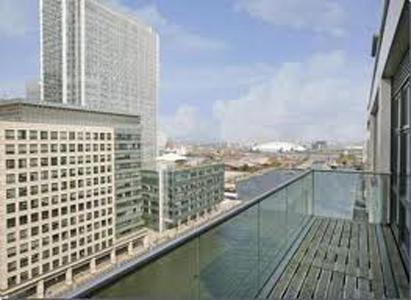 beautiful water view from balcony - Awesome Dock View, 2mins From Stn, 2bedroom Aprtmt - London - rentals