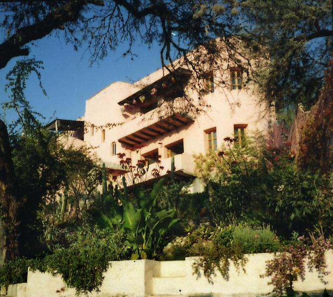 Casa Chepito is a 2-story plastered-adobe home designed by architects. - Casa Chepito: sweeping views in centro - San Miguel de Allende - rentals