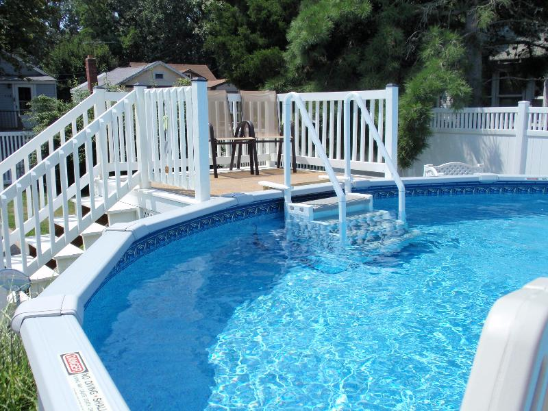 21 foot above ground pool with deck - Tiki Hut - Pool-Fenced yard-dog friendly-Internet - Cape May - rentals